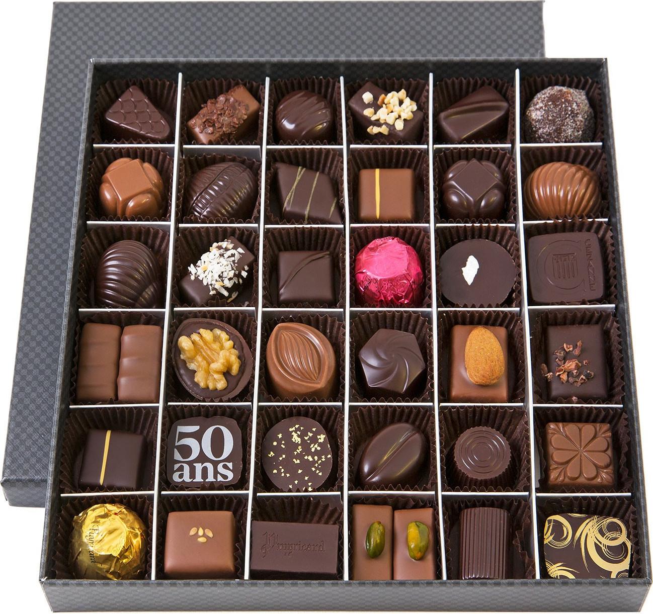 SLIMLINE BOX OF DARK AND MILK CHOCOLATE AMANDAS AND AVELINAS 150 G
