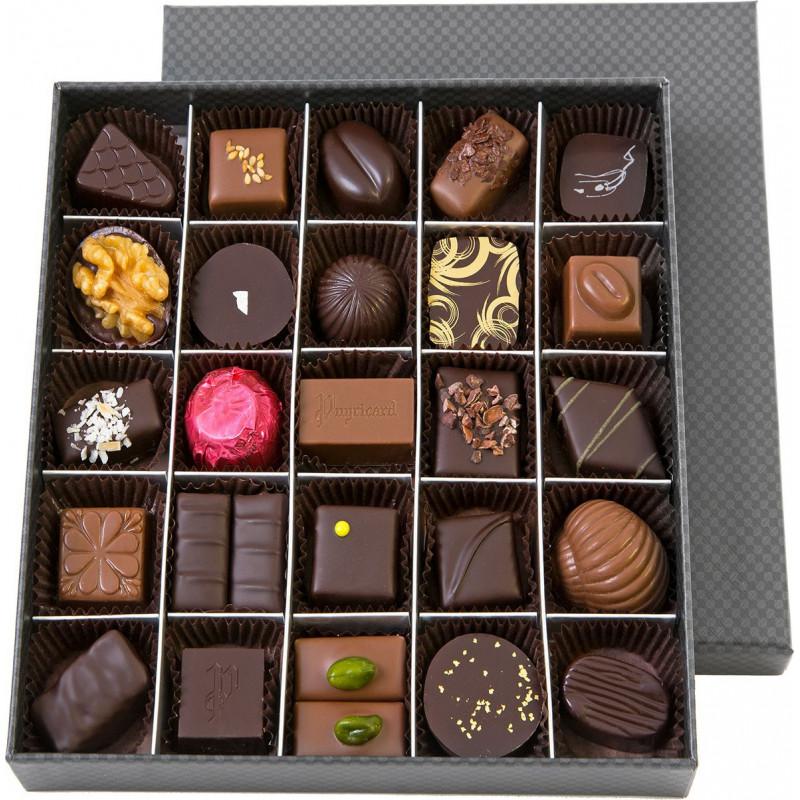 SQUARE BOX OF CHOCOLATES 300 G