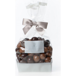 A BAG OF DARK AND MILK CHOCOLATE AMANDAS AND AVELINAS 200 G