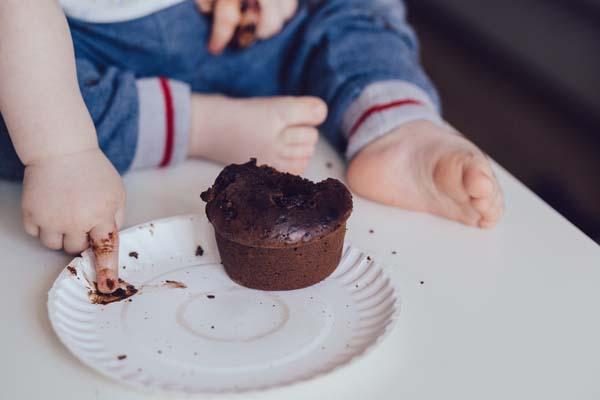 enfant avec du chocolat